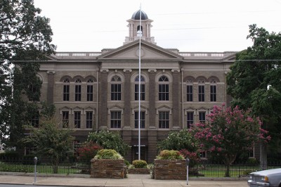 picture of a courthouse
